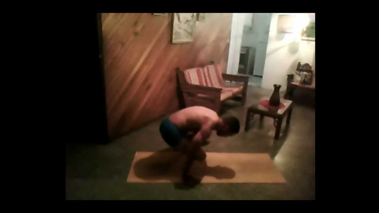 practicando un poco de ashtanga yoga urdhva kukkutasana A ...