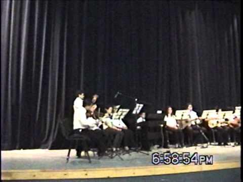Ismael e Ivan tocando en teatro de Salinas