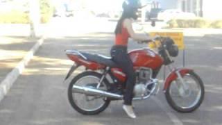 Aula de moto- Auto Escola(kamylla pegando aula de moto, em Anicuns-GO CFC ANICUNS., 2011-01-03T14:42:58.000Z)