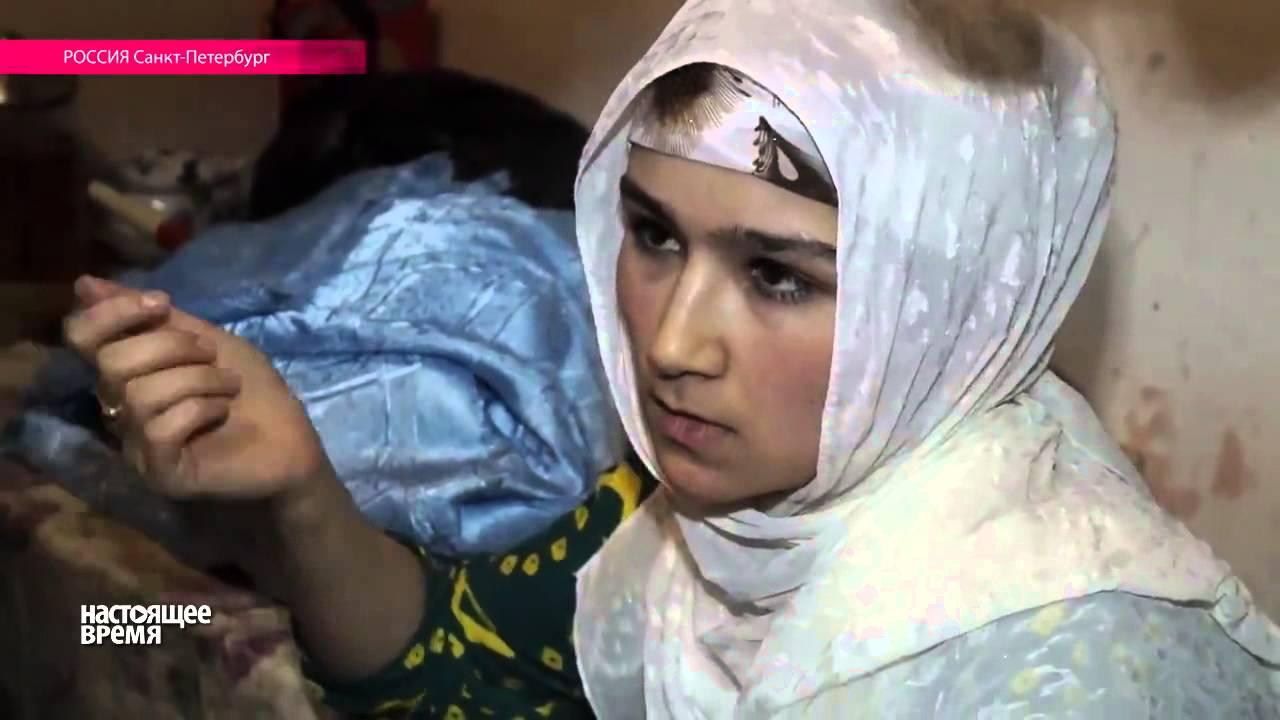 две питерские девушки унижают раба видео