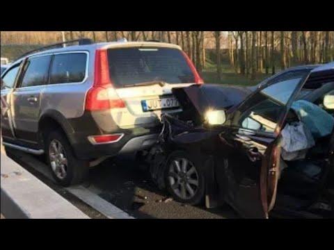 Volvo crash. Volvo XC70 vs Toyota Avensis