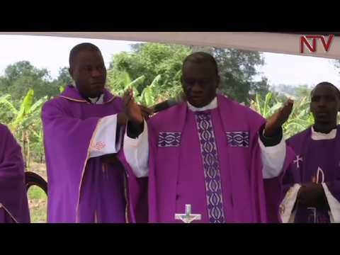 Family of former AIGP Andrew Felix Kaweesi hold memorial mass at his home in Lwengo district