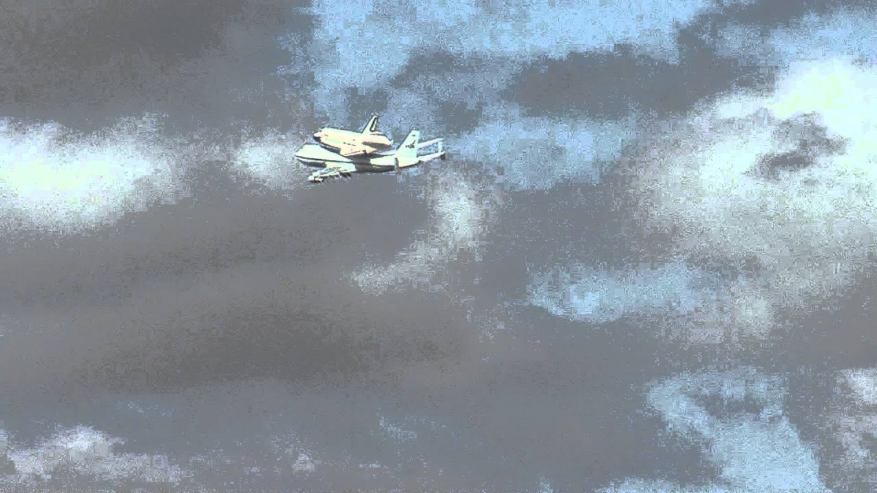 Space Shuttle Endeavour flyover at USC in Los Angeles ... |Space Shuttle Flyover