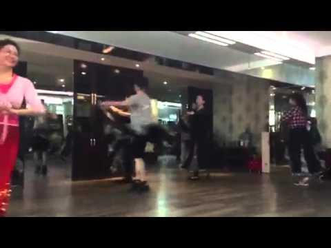 Хареограф  уйгурского танца зажигает от души