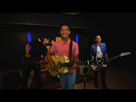Aziz Harun - Senyum (Official Music Video)