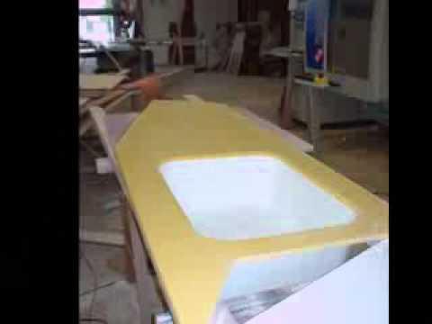 Cuisine laquee avec plan de travail en resine jaune1 youtube - Plan de travail en resine ...
