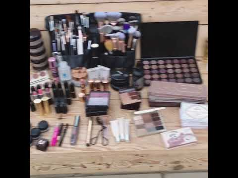 What's in my bridal hair and makeup kit!