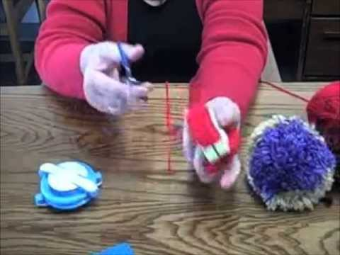 pom pom maker demonstration youtube. Black Bedroom Furniture Sets. Home Design Ideas
