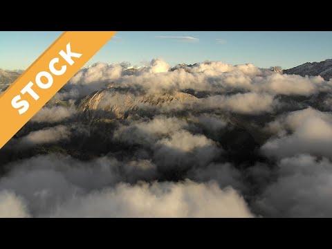 epische-luftaufnahmen-wolkenstimmung-schweizer-alpen,-4k-uhd-stock-epic-aerial-view-switzerland-alps