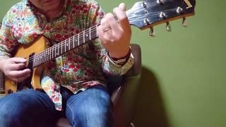 60過ぎのおっさんです。アコギのアルペジオで弾く曲ですが、むかし耳コピした時からピックで弾いてたんです。ちょっと違うかなぁ.
