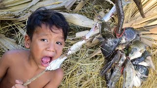 Survival Skill To Survive With Little Cute Boy and Eating Quietly | Primitive Eating