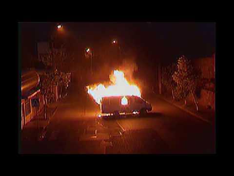 Вооруженная группа в Ереване сожгла полицейскую 'Газель'. Новости сегодня 25.07.2016
