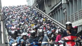 台北市早上 台北橋 尖峰時段 騎摩托車 上班車潮 Taipei Taiwan Motorcycle