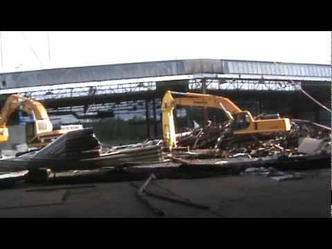 Video Of Large Demolition Project Showing Excavators Cutting And Shearing