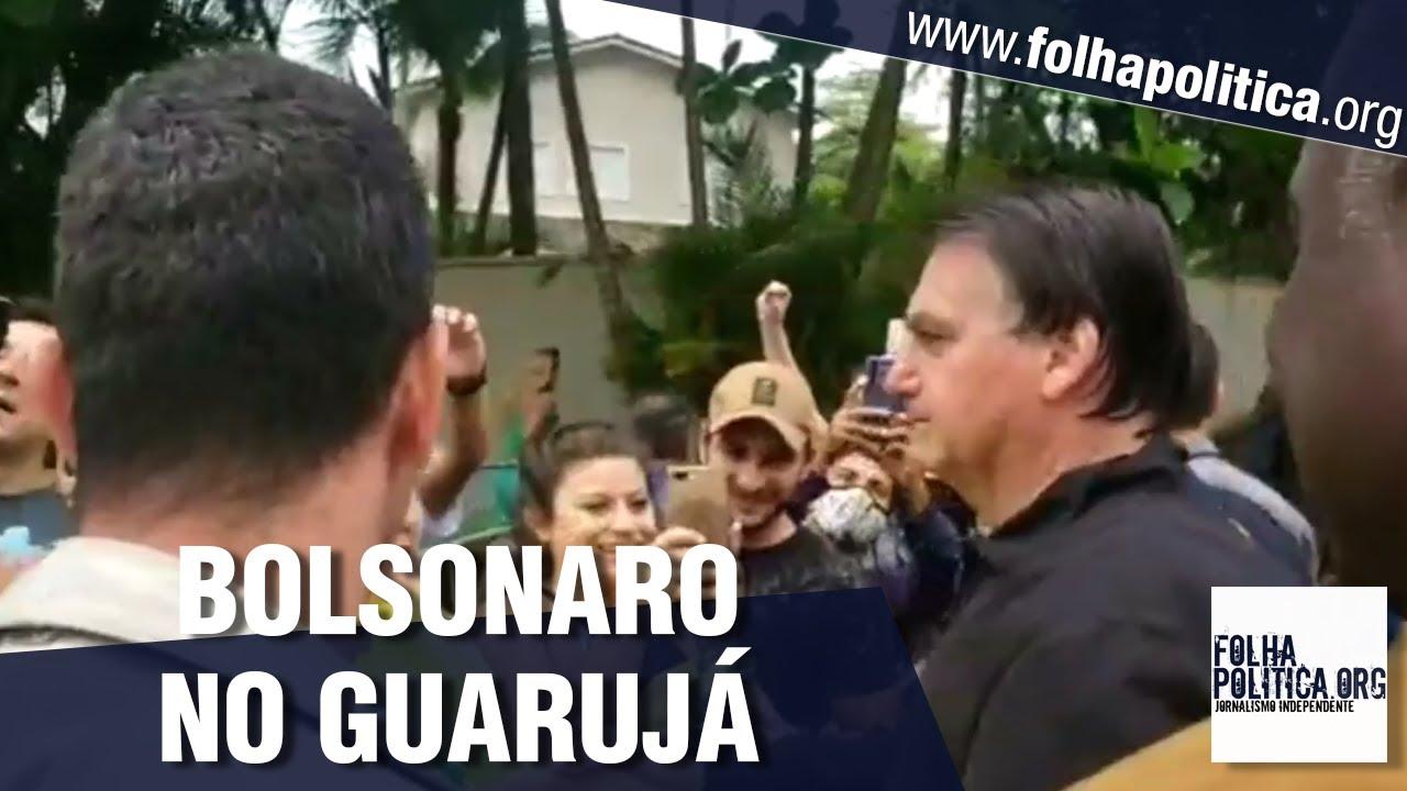 Mesmo com chuva, Bolsonaro é recepcionado e tira fotos com cidadãos em Guarujá - São Paulo