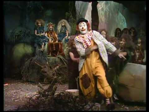 pipo de clown  op bezoek bij de trollen