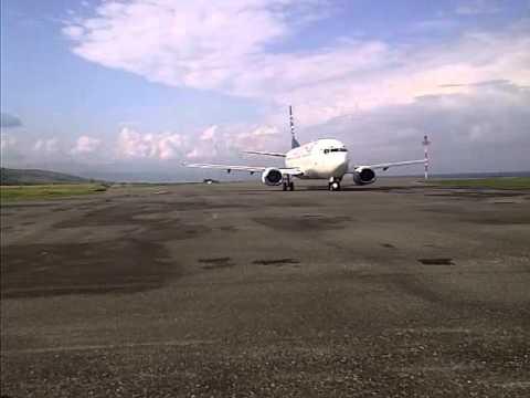 Batavia Air di apron Bandara Syukuran Amunuddin Amir Luwuk-2
