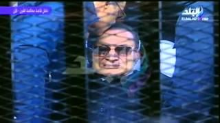 بالفيديو .. علاء وجمال يقبلان رأس مبارك بعد الحكم ببراءتهم.. والديب يصفق فرحاً