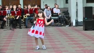 ЛЮСИЯ ХОДЖОЯН 6 лет - Лучшая песня для мамы