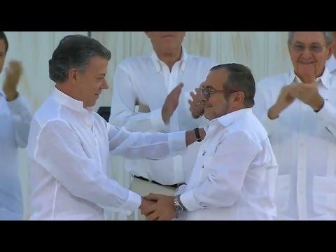Gobierno y FARC sellan un acuerdo de paz histórico
