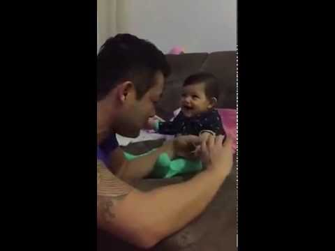 Quand Un Papa Essaye De Couper Les Ongles De Sa Fille