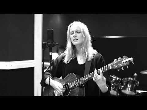 Martha Paton - Lights to Lines in the Real live sessions