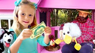 Stacy spielt mit Farmspielzeug