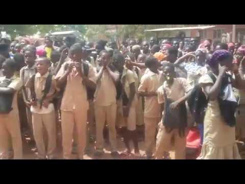 Actie 'Wij trekken aan de bel' in Burkina Faso