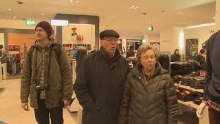 Singing angel   Tiếng hát Thiên Thần   Giữa một trung tâm thương mại   thánh ca Gloria