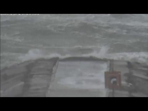 LIVE SURF CAM: HURRICANE HARVEY takes aim at Galveston, Texas