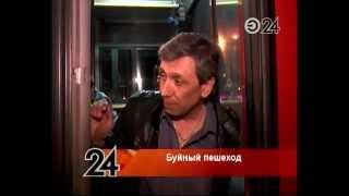 Нетрезвый мужчина разбил стекло автобуса пивной бутылкой(, 2014-05-14T10:32:26.000Z)
