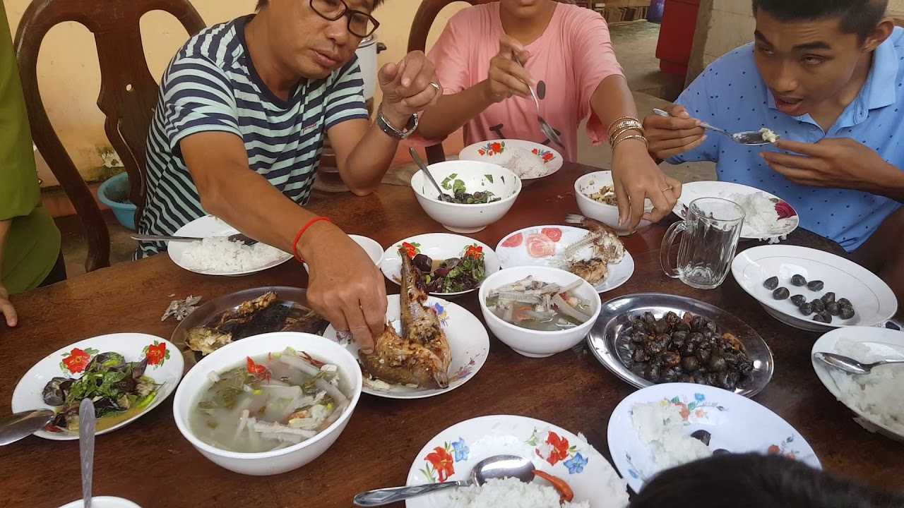 Download Family Lunch - How Cambodian Eating Foods At Home - My Village Food