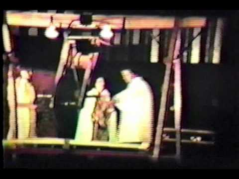 Spectacle de magie du c l bre magicien johnny guitard - Magie femme coupee en deux explication ...