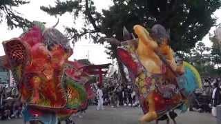 神前舞は氏子町が秋葉社の境内で舞を披露します。氏子町の若衆にとって...