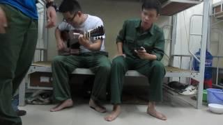 Bài thánh ca buồn guitar cover của 2  chú bộ đội