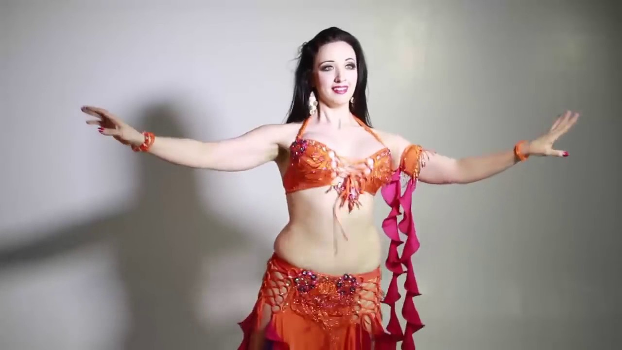 video Naked woman bellydancing
