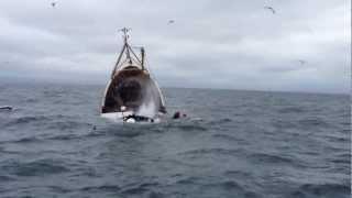 Hoe een visserstrawler zinkt op de Ierse Zee