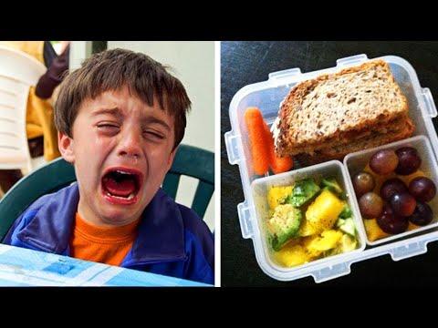 Un Garçon Pleure Après Qu'un Professeur Jette Son Déjeuner, Il Lui Interdit De Manger À L'école