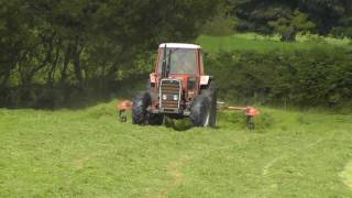 Silage 2011 - Tedding with Massey-Ferguson 290.