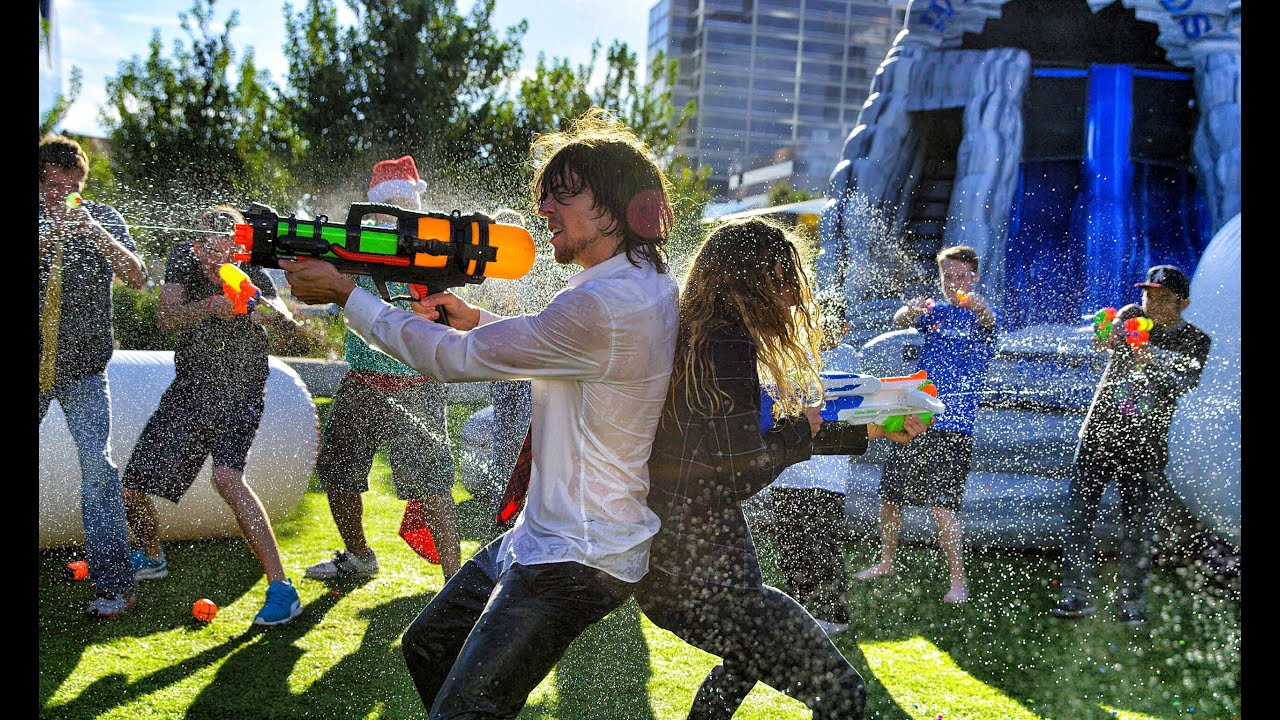 Resultado de imagen de people having a water fight