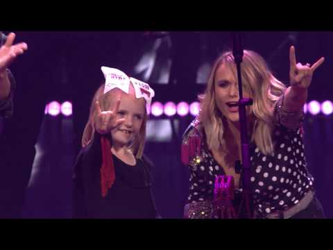 Chad Heritage - Miranda Lambert displayed softer side when she brought eight-year-old Remi