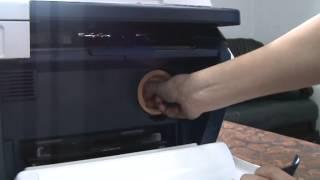 Как достать картридж из принтера Xerox 3045. Компания ПринтМастер.(Всем привет. Вы на канале ПринтМастер. Рубрика как достать картридж из принтера. Руководство для блондинок...., 2015-04-09T08:01:08.000Z)
