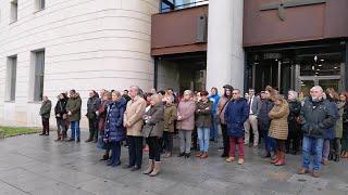 Minuto de silencio en el Palacio de Justicia de Pamplona en memoria por el accidente de Estella