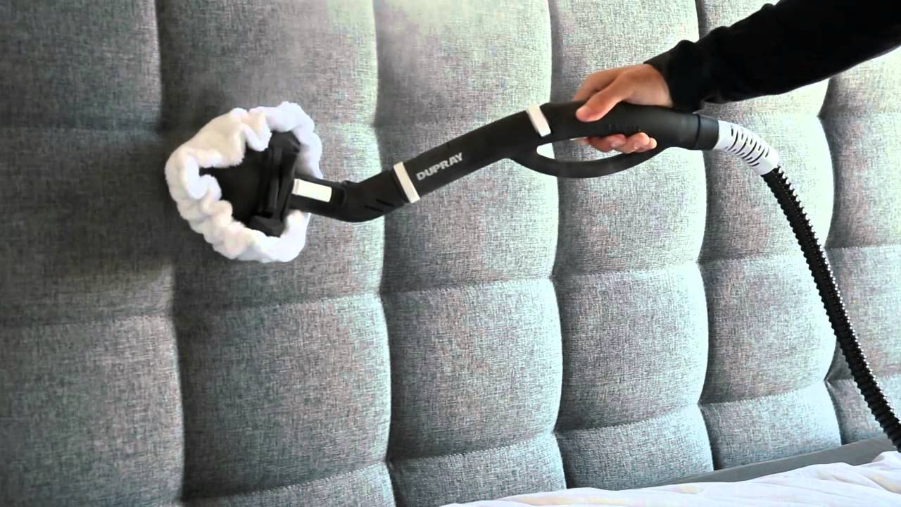 Verwendung eines Dampfreinigers zur Reinigung von Polstermöbeln und ...