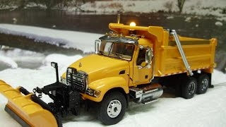 Custom 64th scale Mack Granite dump truck w/ plow and working lights