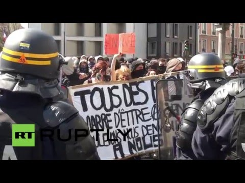 France: Clashes and teargas dog Paris as anti-labour law demos continue