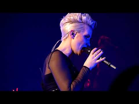 Steps - Neon Blue / Love U More / You'll Be Sorry / After The Love Has Gone - Cardiff 10/12/17