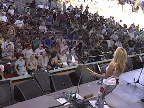 Deana Carter - We Danced Anyway (Live at Farm Aid 1999)