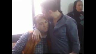 حسام حبيب يقبل رأس الصحفيين بعد منعهم من دخول غرفة التحقيق مع شيرين