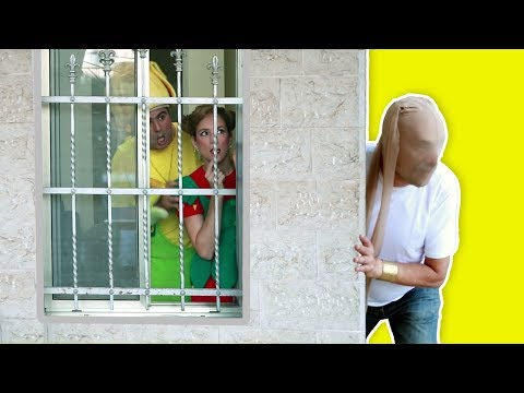 فوزي موزي وتوتي - عمو الحرامي - Thief at the door thumbnail